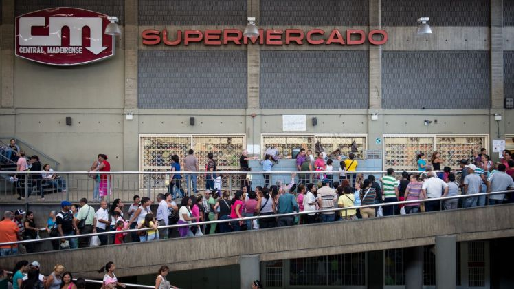 2017-05-18_1347 Venezuelan food line